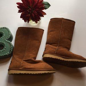Chestnut ugg boot size 7.  EUC